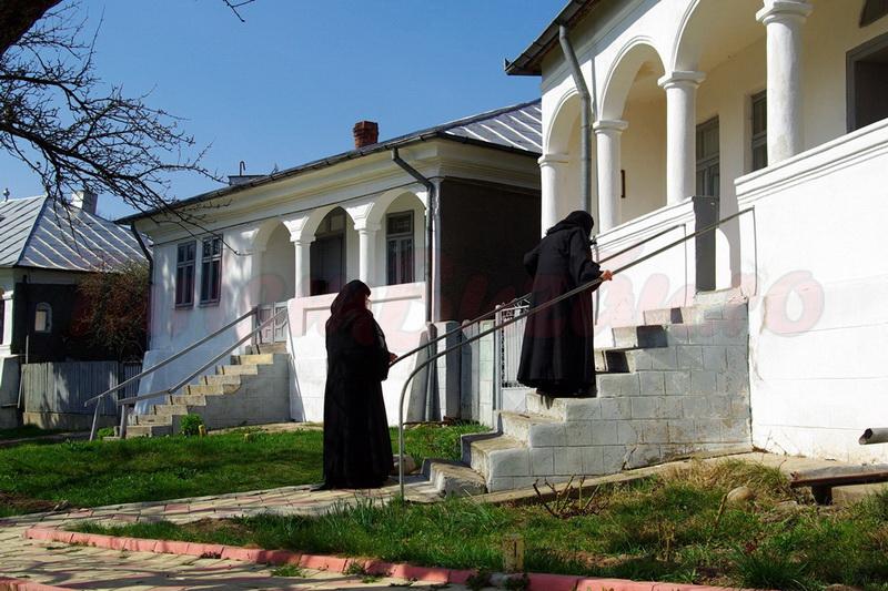 manastiri buzau manastirea ratesti
