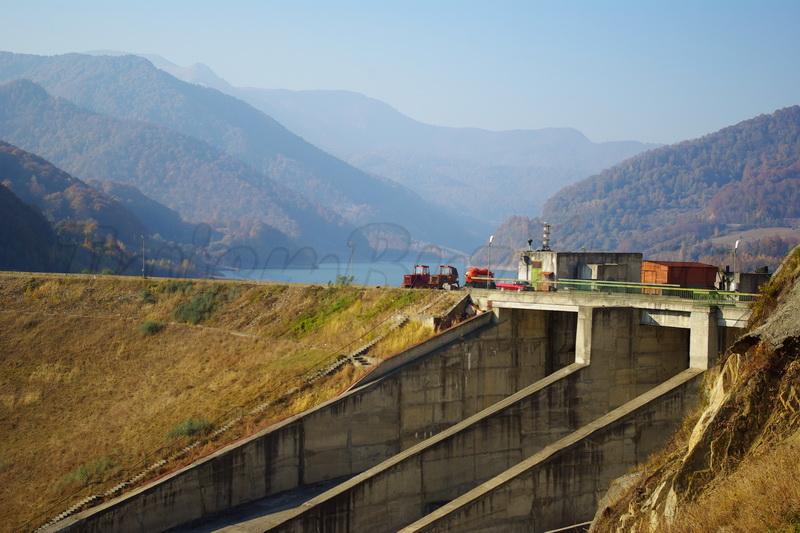 lacul si barajul siriu