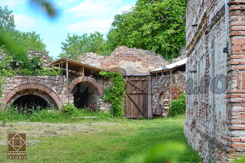 Manastirea cetate Bradu