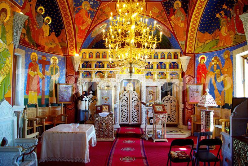 Biserica dintr-o piatra Naeni